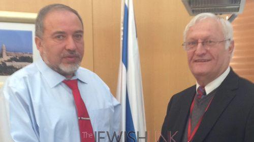 Avigdor Lieberman (L) and Chaim Chesler (R)