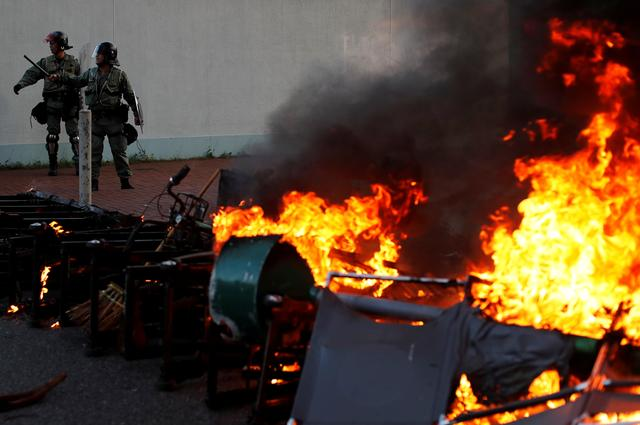 Hong Kong police fire tear gas after storming shopping mall
